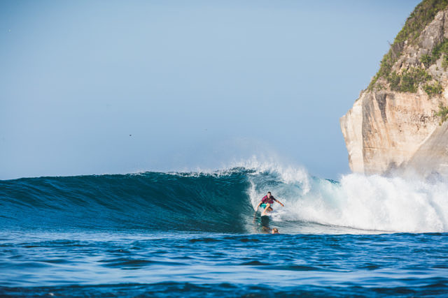 Sumbawa, Yoyo beach surfing