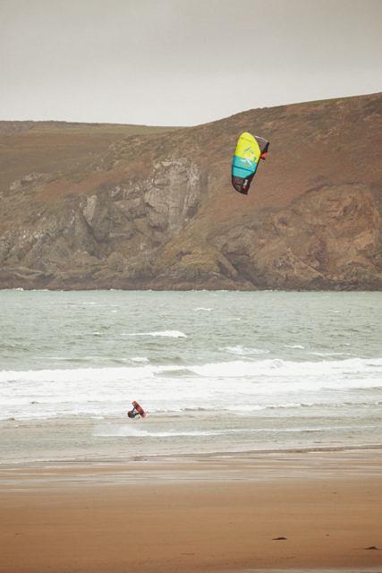 Newgale kitesurfing