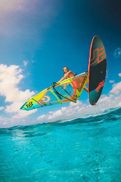 Maxime van Gent windsurfing