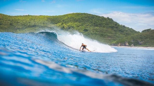 Yoyo beach surfing, Sumbawa