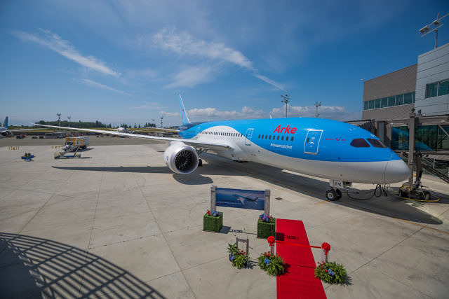 First Dutch 787 Dreamliner TUI Seattle