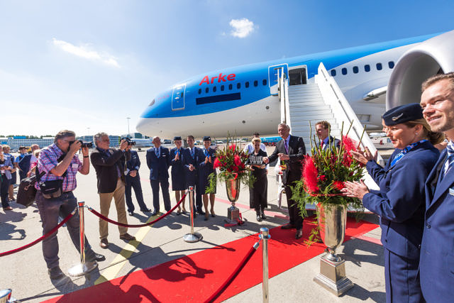First Dutch 787 Dreamliner TUI Schiphol
