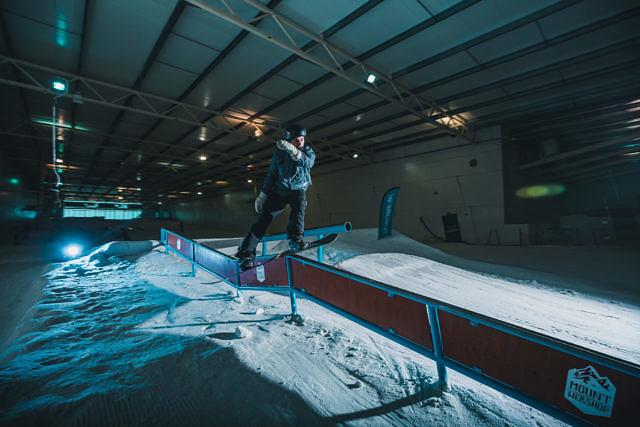 Erik Bastiaansen invites – Skidome Terneuzen snowboarding