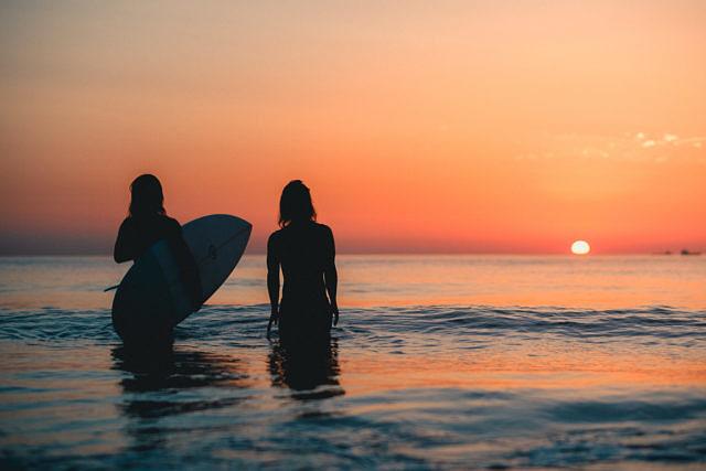 Estelle & Lucia surf shoot